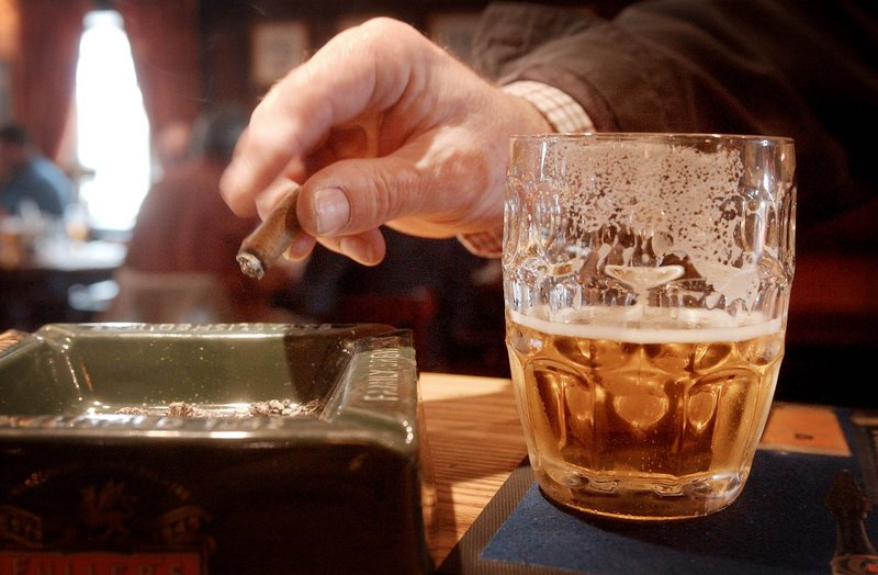 Нужно ограничить употребление алкоголя и отказаться от курения