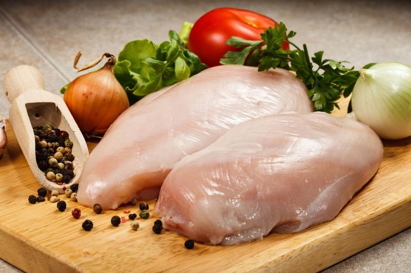 При использовании мяса курицы или индейки с него следует снять кожу