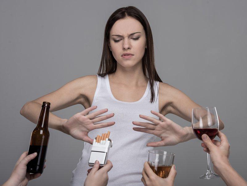 необходимо полностью отказаться от употребления алкогольной и табачной продукции