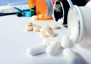 При панкреатите в обязательном порядке назначают курс медикаментов