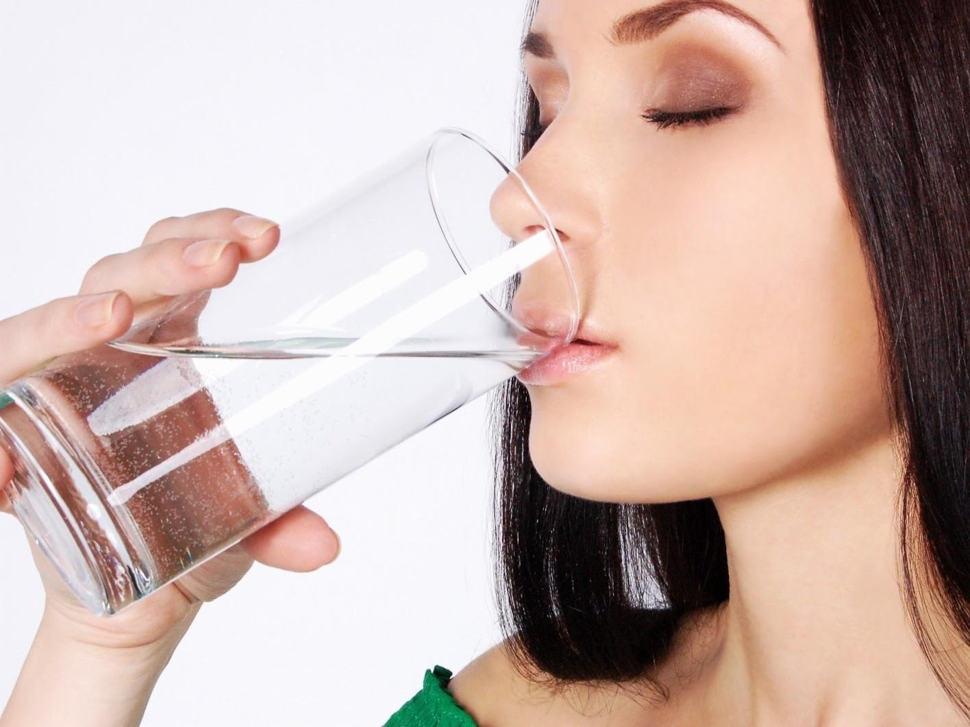 При обострении панкреатита первые 3 дня можно пить только воду