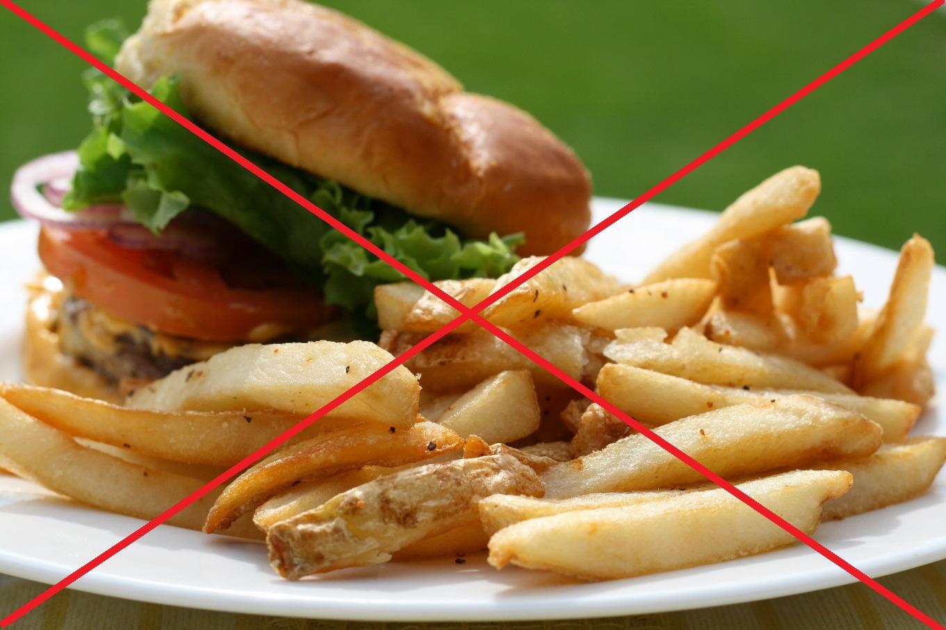 Необходимо исключить из питания жирные и острые блюда